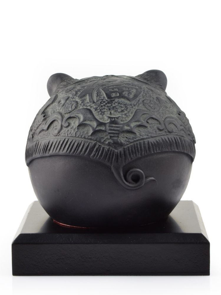 Tai Hwa Sculpture Piggy Good Fortune Word